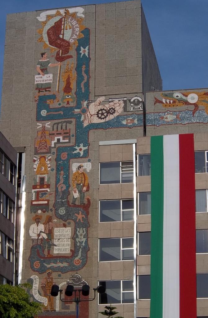 murales_en_el_centro_scop_2_-_panoramio